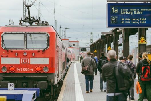 Englischer Fußballfan von S-Bahn überrollt – unverletzt!