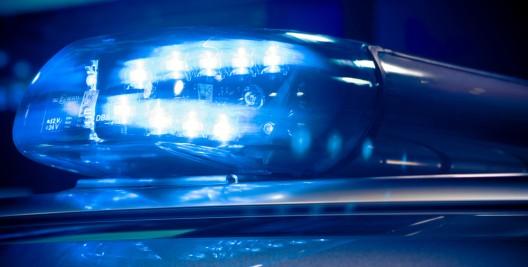 Junger Mann attackiert und schwer verletzt – Polizei trifft auf aggressive Jugendliche