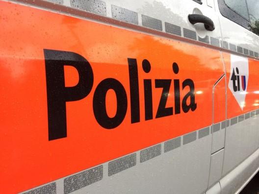 Bellinzona TI: 20-Jähriger stiehlt Fahrzeug, baut Unfall und wird verhaftet