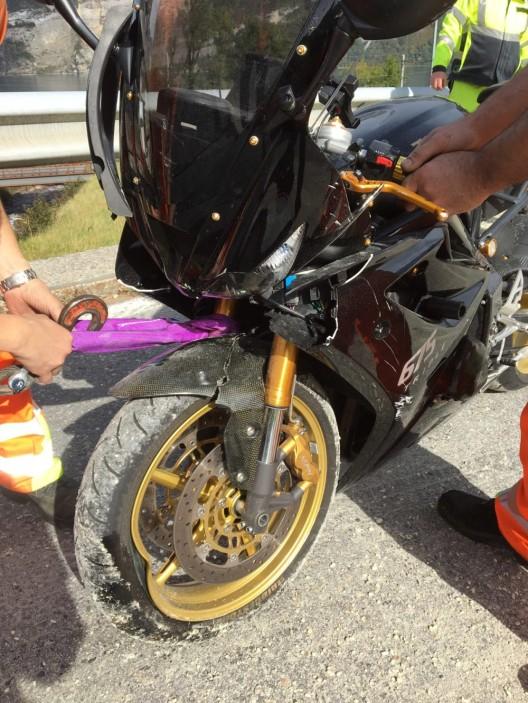 Mühlehorn GL: Lenker verliert in einer Linkskurve die Kontrolle über das Motorrad