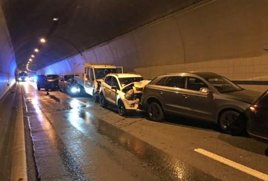 Eich LU / A2: Auffahrkollision mit elf Fahrzeugen - neun Personen verletzt