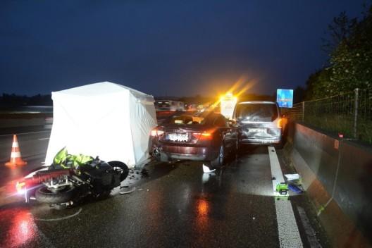 Pratteln BL: Tödlicher Verkehrsunfall auf der Autobahn A2 - Rollerfahrerin stirbt