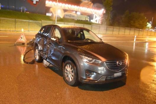 Bazenheid SG: Beim Abbiegen mit Roller kollidiert - Rollerfahrer verletzte sich