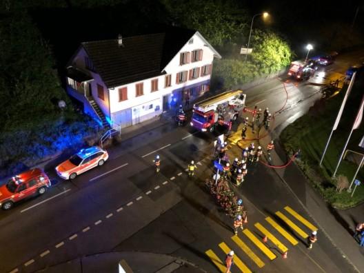 Heerbrugg SG: Autofahrerin verhindert schlimmen Brand – Zeugen gesucht