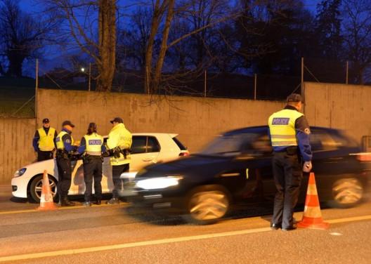 Vernier GE: Ohne Führerschein unterwegs und Autounfall verursacht - ein Verletzter