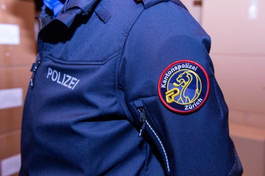 Kanton Zürich: Auslieferung der neuen Polizeiuniform – ein Grossprojekt