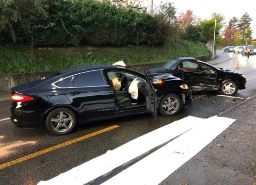 Ittigen BE: Auto kollidiert mit Taxi - drei Personen leicht verletzt