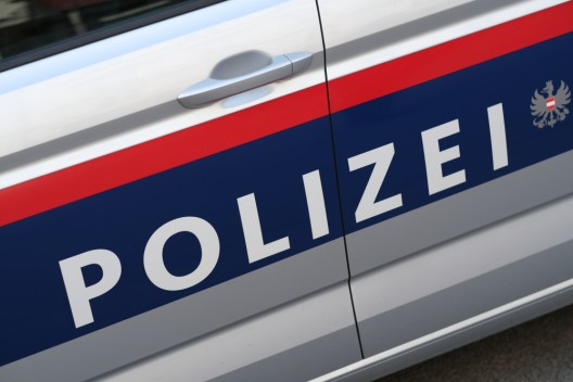 16-jähriger Fahrzeuglenker rammt Polizeifahrzeuge und flüchtet