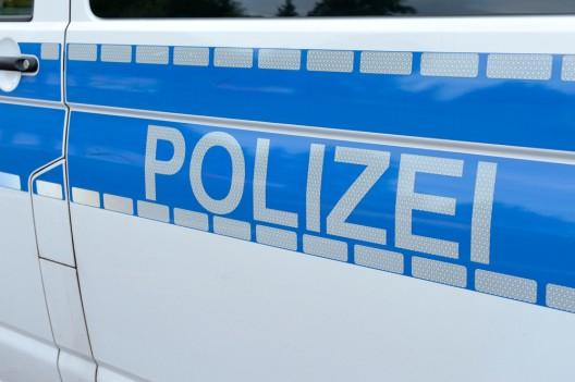 Mann (40, Deutscher) verletzt 19-Jährige mit Axt – zuvor Unfall gebaut