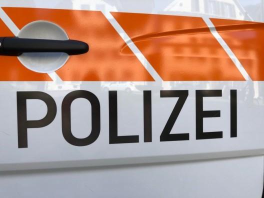 Oberdorf NW: Personenwagen gerät von der Strasse ins Wiesland