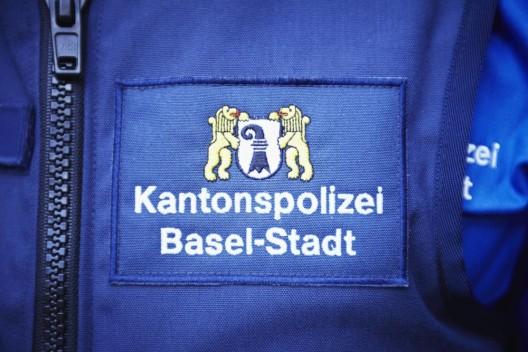 Basel BS: Parkierter Lieferwagen brennt - Zeugenaufruf