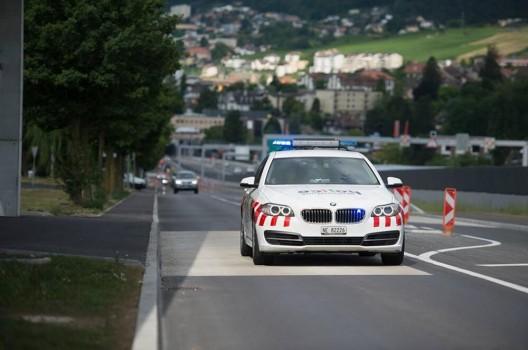 A5 bei Neuenburg NE: Auto prallt auf Baustellenfahrzeug
