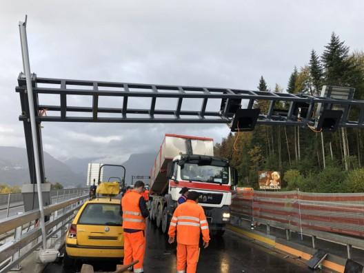 A2 / Horw LU: Lastwagen beschädigt Signalisationsportal - niemand verletzt