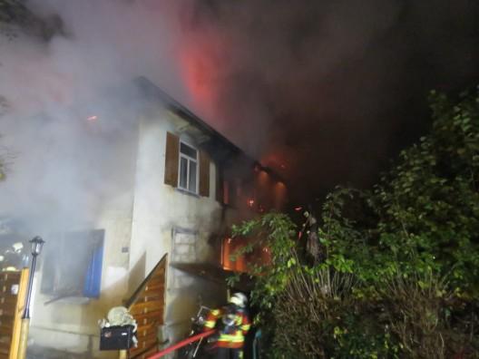 Menziken AG: Einfamilienhaus bis auf die Grundmauern niedergebrannt