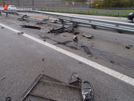 Rothrist AG / A1: Herrschaft über Fahrzeug verloren und in Leitplanke geprallt