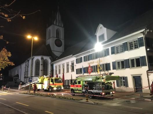 Meilen ZH: Glimmbrand in historischem Gebäude löst Grosseinsatz aus