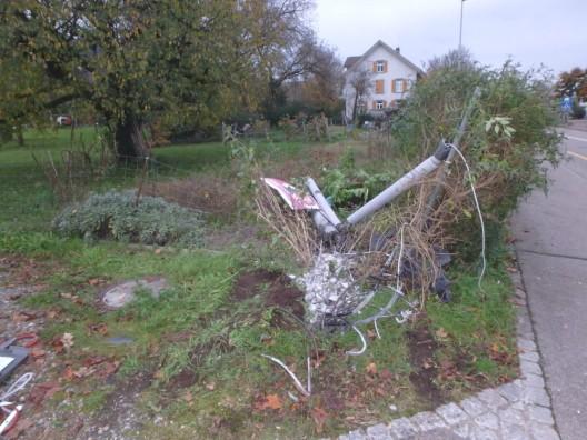 Neuenhof AG: Am Steuer eingenickt und von Strasse abgekommen