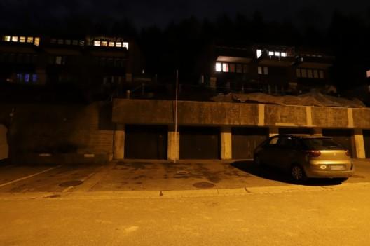 St.Gallen SG: Mann stürzt von Garagendach