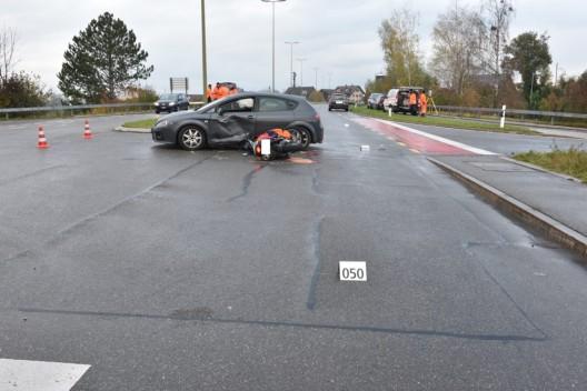 Egg ZH: Junger Motorradlenker (18) bei Unfall schwer verletzt