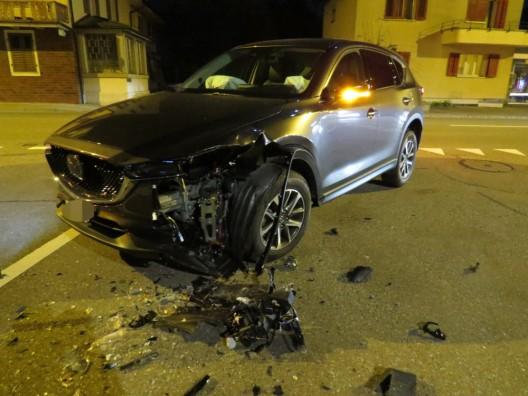 Sins AG: Autofahrerin schneidet Kurve – Kollision mit entgegenkommendem PW