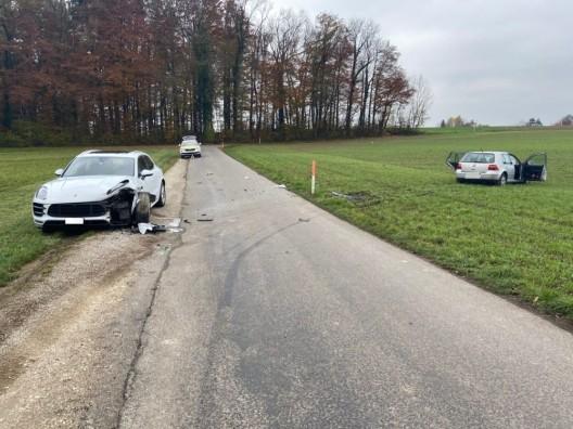 Wohlen AG: Neulenker geriet von der Fahrbahn – PW prallt in parkiertes Fahrzeug