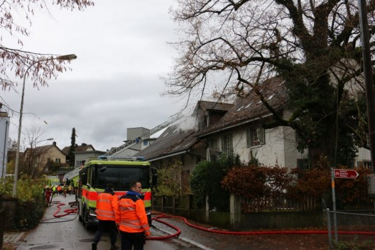 Uster ZH: Brand in Einliegerwohnung ausgebrochen - hoher Sachschaden