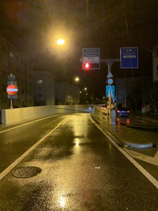 Basel-Stadt BS: Alkoholisiert und abgelenkt - Unfall in der Autobahneinfahrt