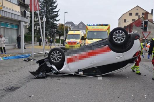Grenchen SO: Automobilistin verliert Kontrolle über Fahrzeug und prallt in Lichtsignalanlage