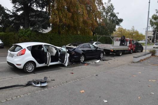 Oensingen SO: Auffahrunfall mit vier Fahrzeugen - Lenker ins Spital gebracht