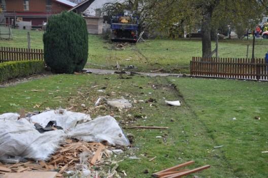 Matzendorf SO: Lastwagen durchbricht Gartenzaun und prallt gegen Baum