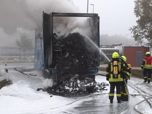 Brennt LKW auf Raststätte Grundbergsee