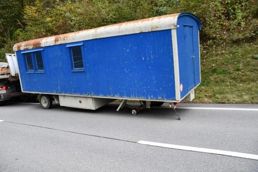 Stadt Chur GR: Baustellenanhänger verliert Hinterrad