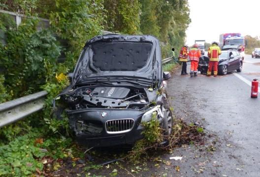 Zwei BMWs kollidieren auf B 65