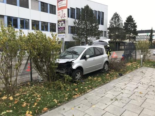 Bubendorf BL: Selbstunfall infolge Sekundenschlaf endet im Zaun