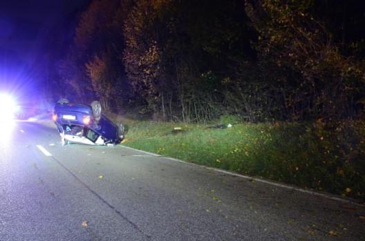 Läufelfingen BL: Alkoholisierter Lenker (21) landet mit Fahrzeug auf dem Dach