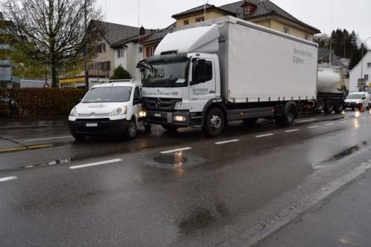Herisau AR: Auto und Lastwagen zusammengestossen – niemand verletzt