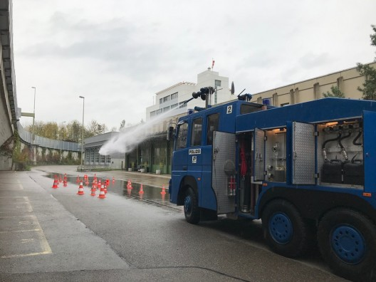 Kantonspolizei Zürich verfügt seit 50 Jahren über Wasserwerfer – Jubiläumsfeier