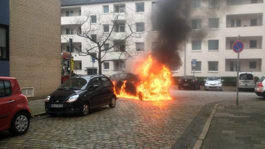 PKW brennt nach Anlassen