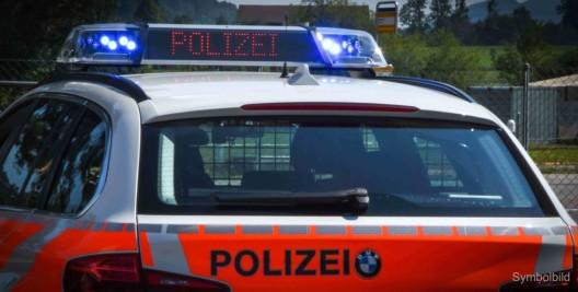Diepoldsau SG: Fahrunfähiger Lenker baut Unfall mit schwarzem Audi R8 und flüchtet