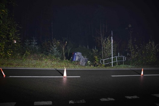 Engelburg SG: 21-jähriger Autofahrer ohne Führerausweis verunfallt