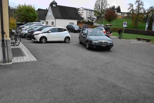 Henau SG: Fünfjähriger Junge auf Parkplatz angefahren