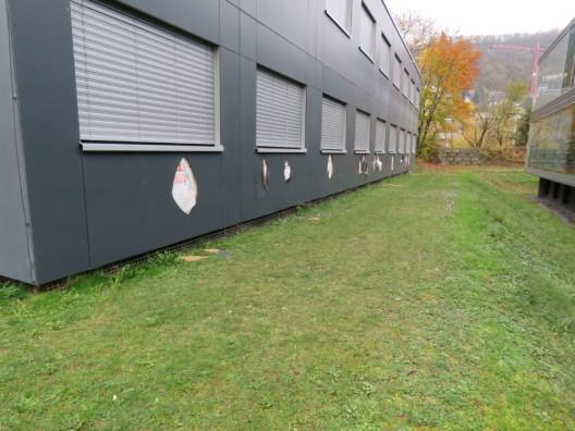 Baden AG: Sachbeschädigung an Fassade der Kantonsschule / Zeugenaufruf