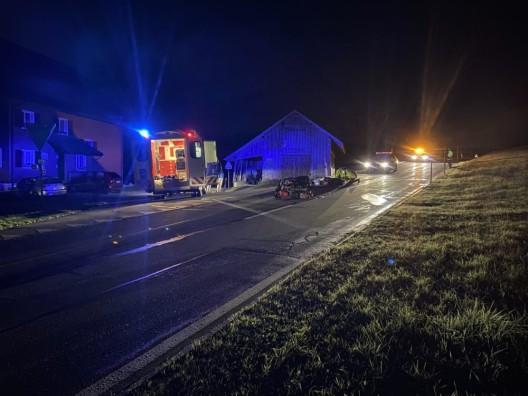 Oberägeri ZG: Motorfahrradfahrer (77) bei Kollision mit Auto erheblich verletzt