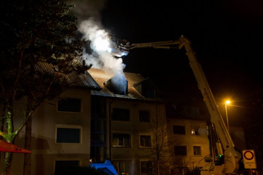 Baar ZG: Feuer in einer Dachwohnung ausgebrochen