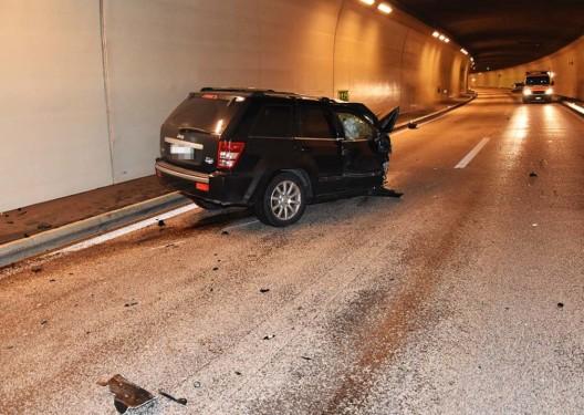Hergiswil NW / A2: Autofahrer massiv mit Tunnelwand kollidiert und schwer verletzt