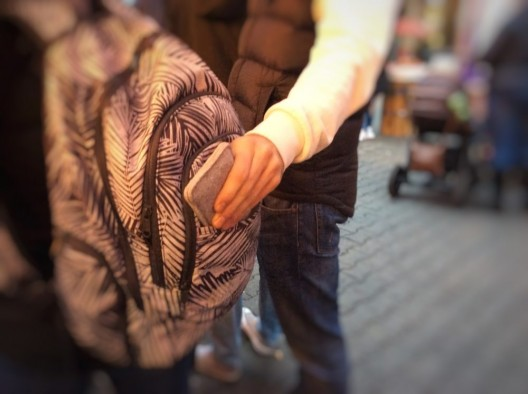 Taschendiebe am Werk