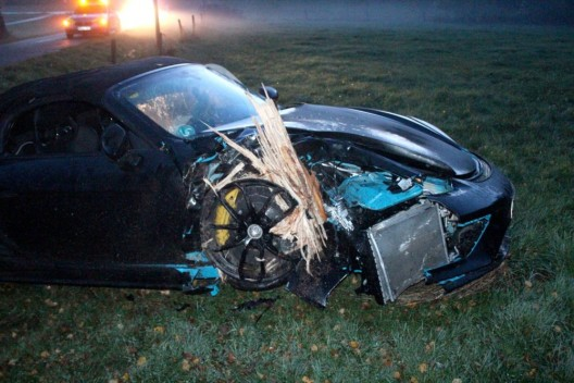 Porsche kracht gegen einen Baum – Fahrer (41) schwer verletzt