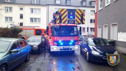 Küchenbrand - zugeparkte Einfahrt macht Feuerwehr Probleme