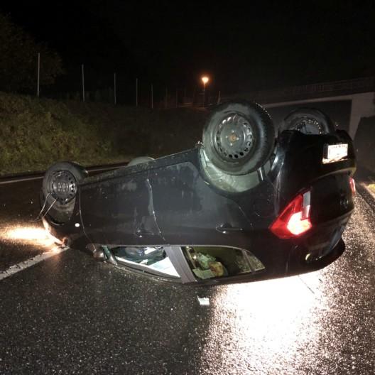 Rüti GL: Selbstunfall mit einem Personenwagen - Sachschaden