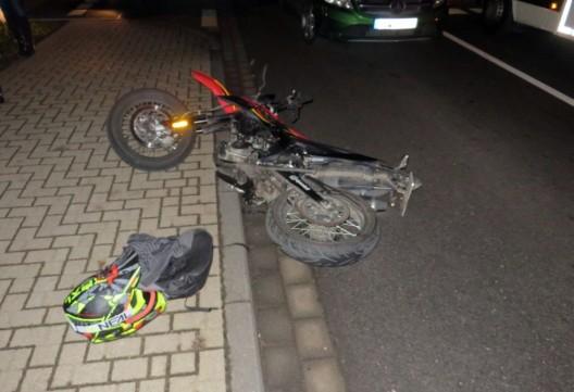 Rollerfahrer bei Zusammenstoß mit Opel verletzt